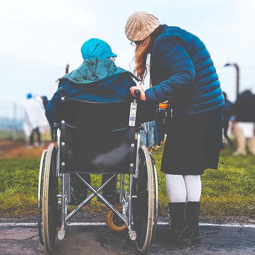 easyCare Pflegerin Rollstuhl